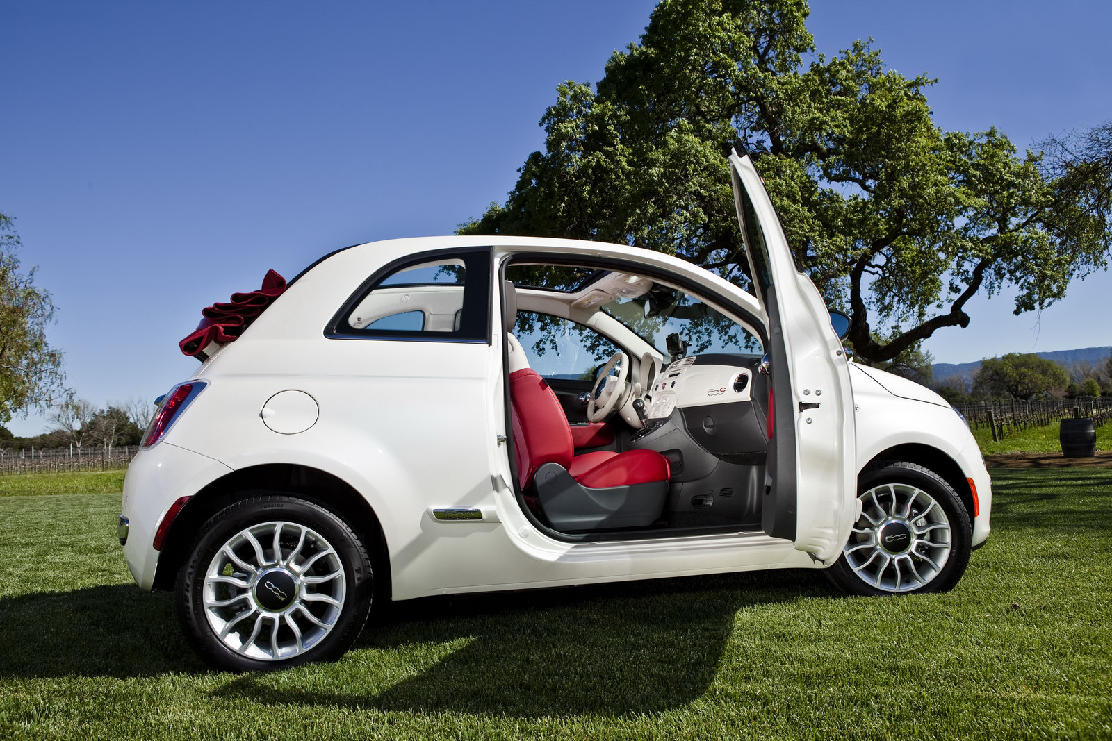 fiat 500 cabrio be free. Black Bedroom Furniture Sets. Home Design Ideas